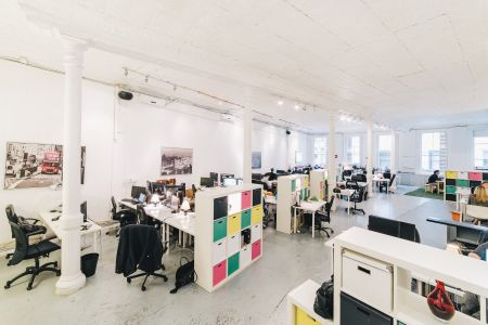 Coworking Space Brooklyn New York - Flushing Avenue - Sumner Houses - workstation in open space - Spark Labs Union Square