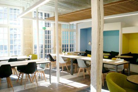 Espace Coworking - Paris 4ème arr. - Rue du Cloître Saint-Merri - Fontaine Stravinsky - Beaubourg - métro Hôtel de Ville - Poste de travail en open space / Bureau nomade - MyCowork Beaubourg